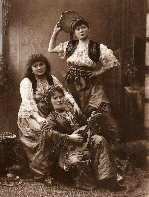 Instanbutl, Turkey, 1880's. Pascal Sebah.