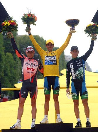 LEVI LEIPHEIMER AND CAdel evans pose with winner ALBERTO CONTADOR AFTER STAGE TWENTY OF THE 2007 TOUR DE FRANCE