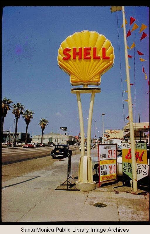 les 25 meilleures id es de la cat gorie shell gas station. Black Bedroom Furniture Sets. Home Design Ideas