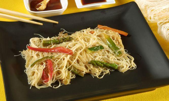Receta de Fideos de arroz con verduras y salsa de soja