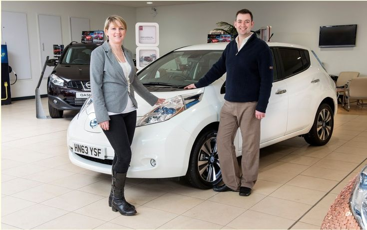 After a very modest departure in 2010, sales of the Nissan LEAF - Fully electric - have exploded since last year.So much so that the Japanese brand announced it sold more than 10,000 copies of his car, half of which had found a buyer in 2013.For the occasion, a unique car in the world whose body was covered with 5000 parts of 2 cents and 5000 parts of 2 pence pound sterling were produced.   #000 units of its LEAF #car #cars guide #News #Nissan #Nissan Leaf #Nissan sold more