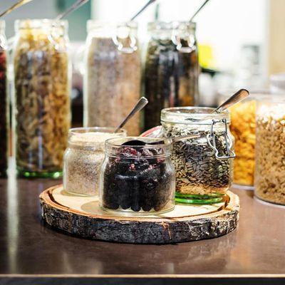 Ber ideen zu buffet pr sentation auf pinterest for Hotel food bar atelier 84