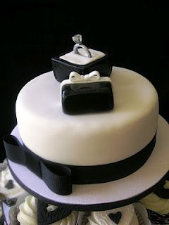 black and white... engagement party cake!!! i would do it with other colours, but loved the idea :)