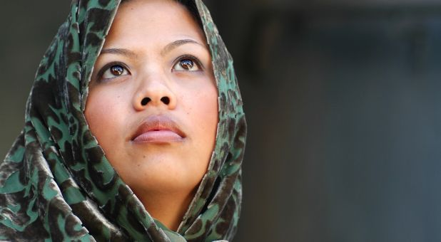 Why Muslim Women Turn to Christ Despite Danger to Life :: Prophecy Dude