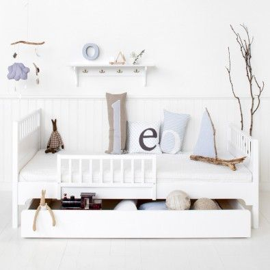 Praktisk och söt barnsäng från Oliver Furniture.