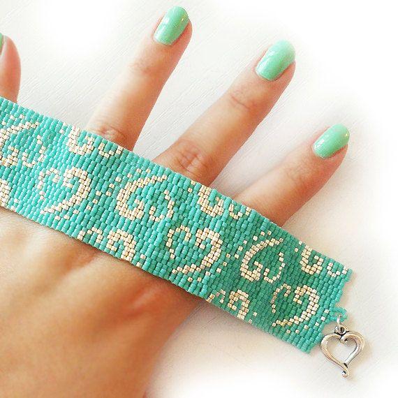 Articoli simili a Turquoise Blue and Silver Glass Beads Bracelet - Dicope Heart Logo Cuff Bracelet - Peyote Beadwork Bracelet su Etsy
