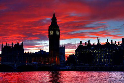 Pink sunset over Big Ben. (London)