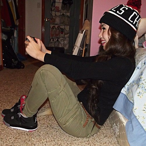 girl wearing jordans | Tumblr