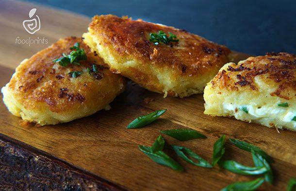 ΠΑΤΑΤΟΚΕΦΤΕΔΕΣ ΜΕ ΤΥΡΙ http://www.foodprints.gr/?recipe=patatokeftedes-me-tiri#