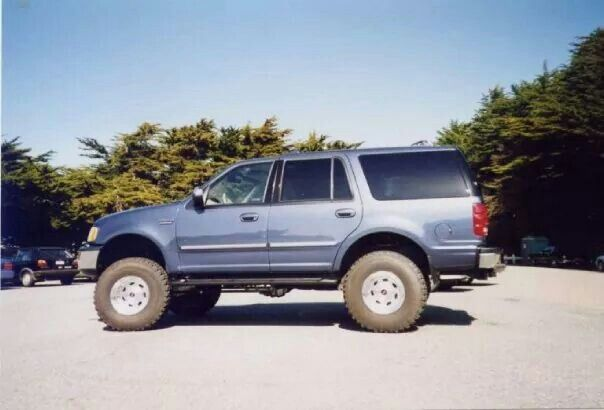 My old truck living out her golden years in Illinois with my sister....1998 Ford Expedition XLT 4inch Rancho lift w/35 in BFG tires.