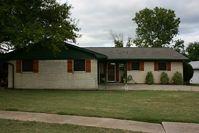 What a great home! Great drive up to a cute home perfectly placed on a double lot and located in a quiet neighborhood. It has 2 parking spots in the attached garage and an additional 2 spots in the shop (one inside and one carport).  Kitchen, dining, and living all flow for ease of entertaining. Easy access to DFW and Sherman.