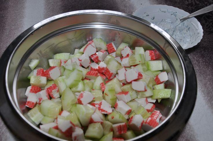 Między Niebem, a Kuchnią...: Prosta sałatka z surimi