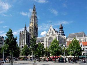 Deze zomer op vakantie door Belgie? Op onderstaande plekken is het drukker dan normaal door extra vakantieverkeer, wegwerkzaamheden of een combinatie daarvan, aldus de ANWB. Hou er rekening mee dat het rond Antwerpen extra druk zal zijn vanwege wegwerkzaamheden.