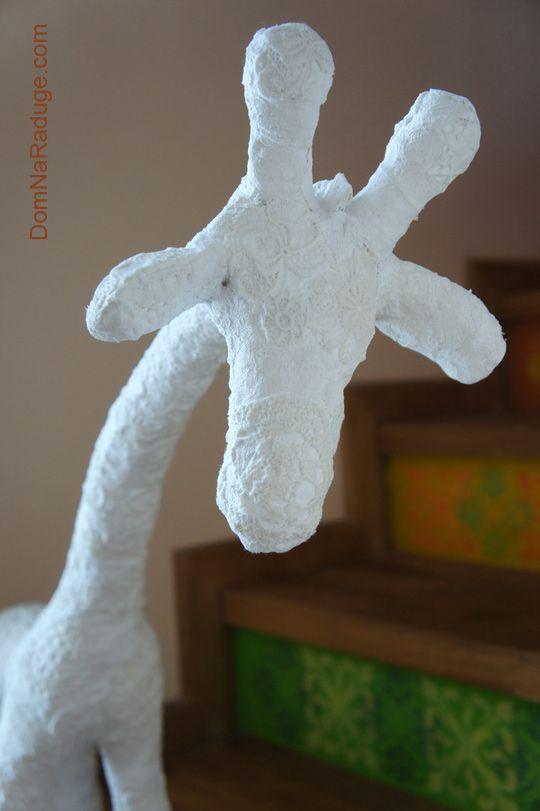 Белый жираф (папье-маше с гипсом и кружевами)
