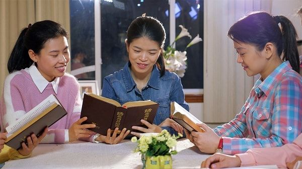 A 18-year old Chinese christian Guozi's true experience about how to be an honest person. In her experience, she feels God's love is just right by her side.