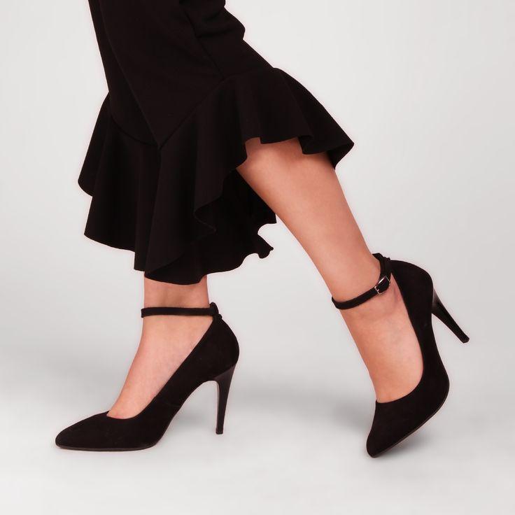 Klasyczne czarne szpilki sprawdzą się w każdej stylizacji!  #heels #highheels #leathershoes #shoes #black #lankarsstyle