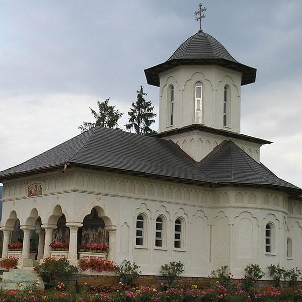 1021_manastirea-izvorul-muresului-excursieinromania.jpg