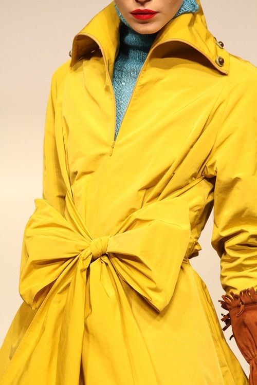 the-crown-queen:  Yellow trench coat. I love colors!