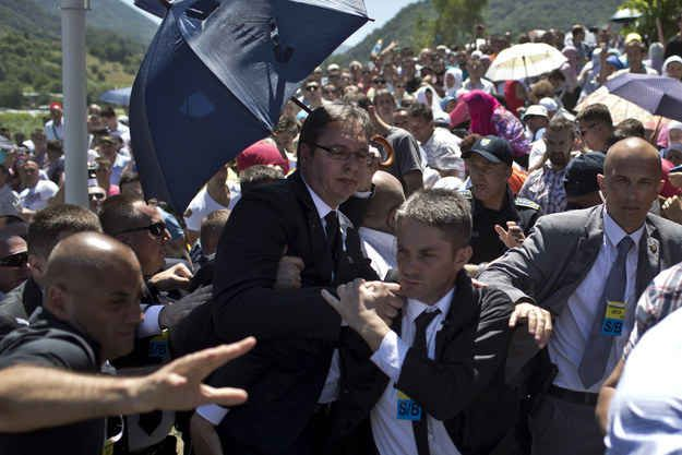 Serbian Prime Minister Attacked By Crowds During Srebrenica Massacre Memorial Ceremony - BuzzFeed News