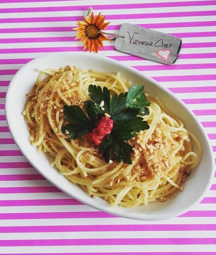 spaghetti aglio e olio con pangrattato e nocciole #cucinaitaliana #cucinare #foodbloggersitaliani #foodblog #food #vanessachef #cucinanaturale #onmytable #food4thought #foodstyling #inmykitchen #farmtotable #foodporn #foodie #foodlover #eatgoodfeelgood #foodbloggeritaliani #cucinoio #homemade #homemadefood #ilovecooking #incucinaconleistamamme #lunch #pranzo #foodart #tasty #delicious #foodgasm #foodpic #eat #eating #foodtrend #cooking #recipe #hungry #ricette #masterchef #bio #maindishes…