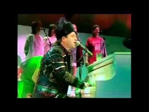 ELTON JOHN ft KIKI DEE LIVE AID Concert Wembley 1985 England mp4