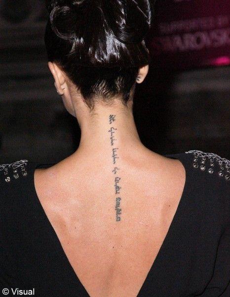 tatouage ecriture femme dos | kolorisse developpement