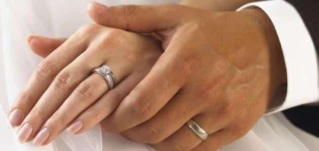 في اي يد يضع الرجل خاتم الخطوبة Mens Wedding Bands Tungsten Tungsten Wedding Bands Wedding Rings