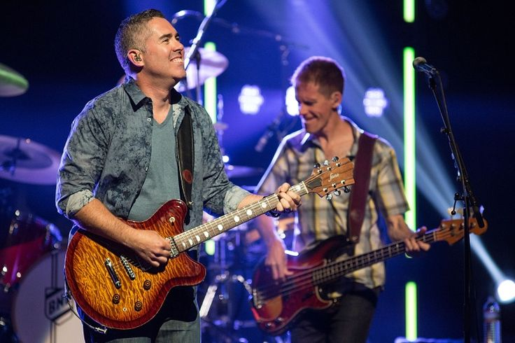 Grinning streak. Barenaked Ladies frontman Ed Robertson  and bassist Jim Creeggan smile their way through a performance on Oct. 24 in Austin, Texas