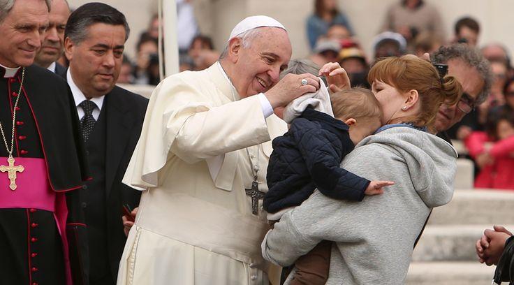 El Papa Francisco retomó hoy la Audiencia General de los miércoles tras la pausa con motivo de la Navidad, para abordar desde el Aula Pablo VI la importancia de las madres para la sociedad y la Iglesia.