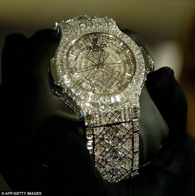 Hublot's new watch, which has a price tag of five million dollars, dazzles with a staggering 140 carats of diamonds, all set in white gold.