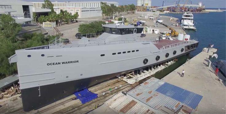 Sea Shepherd revela a nova arma na guerra contra a caça de baleias do Japão. É um navio de guerra feito sob encomenda, sem armas, foi projetado com motores maiores e um tanque de combustível para longas distâncias