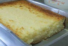 BOLO CREMOSO DE AIPIM  Ingredientes .1 kg de aipim sem casca picado .3 ovos .200 ml de leite de coco .100 g de coco ralado em flocos .2 colheres de margarina .3 xícaras de açúcar .2 copos tipo requeijão de leite  Modo de fazer  No liquidificador, bata o aipim picado com os ovos, a margarina, o leite de coco e o leite Coloque em uma tigela e misture o coco e o açúcar Asse em tabuleiro untado