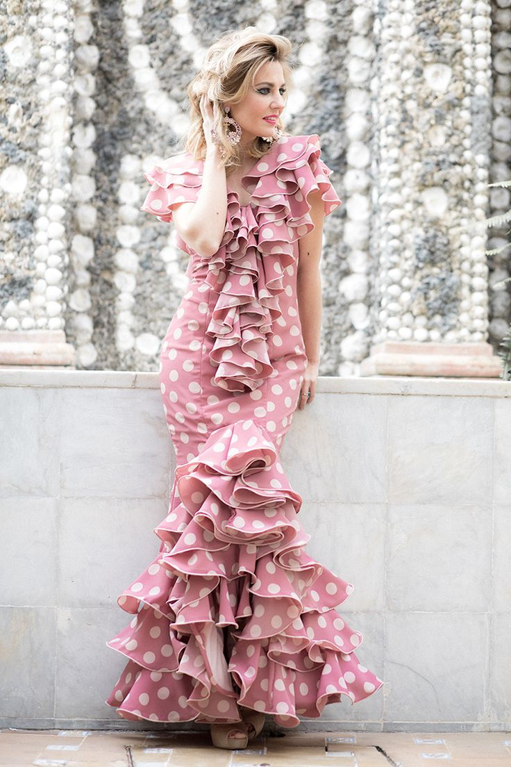 FERIA DE ABRIL 2017 – Mi Aventura Con La Moda. Pink polka-dot ruffle Flamenca dress+nude peept-toed pumps+earrgins. April Feria Outfit 2017