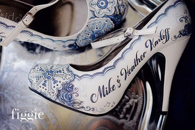 Schoenen bewerken met paars en zilver...? best vet Navy and Silver Winter Wedding Shoes | www.figgieshoes.com