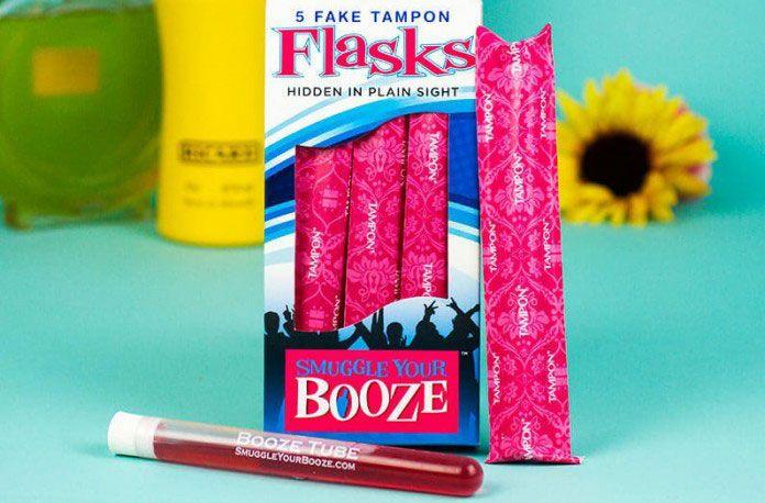 L'alcool étant hors de prix en bar et en boîte de nuit, la flasque tampon Smuggle Your Booze permet à ces dames de vraiment dépenser moins !