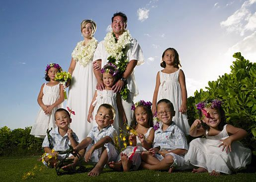 Jon and Kate Gosselin renew their vows in Hawaii bringing the kids along for the trip. Speaking of kids, they have twins (girls) and sextuplets (3 boys and 3 girls).