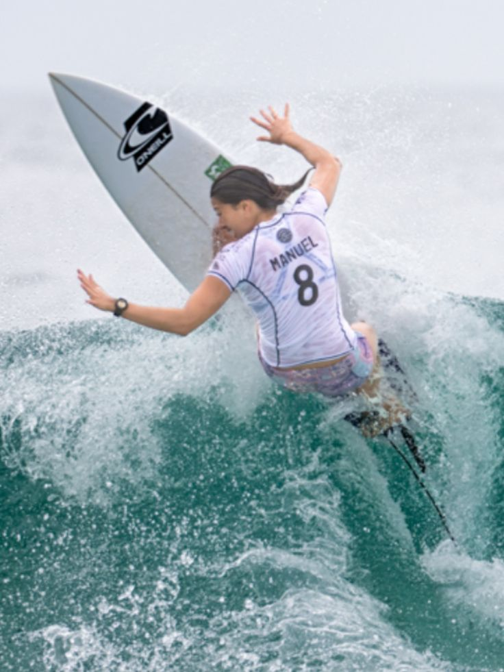 Malia Manuel HAW surfing during the Roxy