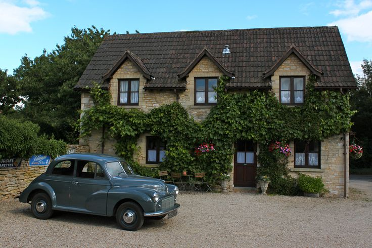 Ivy-clad renovated stables at Fosse Farmhouse bed and breakfast, a calming place to stay in the English countryside #vintage #travel