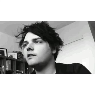 Gerard Way is so beautiful