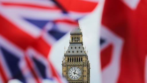 Im Juni entschieden sich die Briten für den Brexit - seither werden dort immer mehr fremdenfeindliche Straftaten verübt. Im Juli sei im Vergleich zum Vorjahresmonat ein Anstieg von 41 Prozent zu verzeichnen, teilte das Innenministerium in London mit.