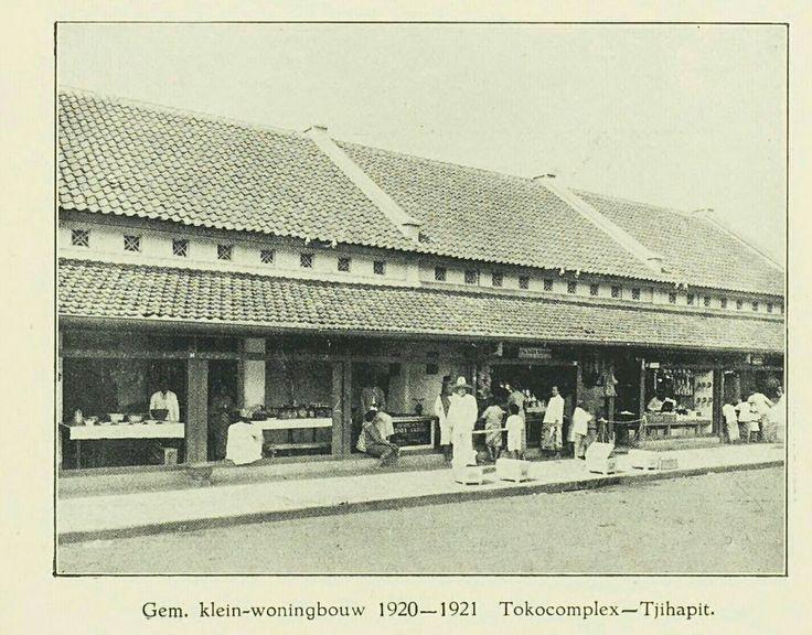 Tokocomplex - Tjihapit Bandoeng. Gemeente klein-woningbouw 1920-1921.