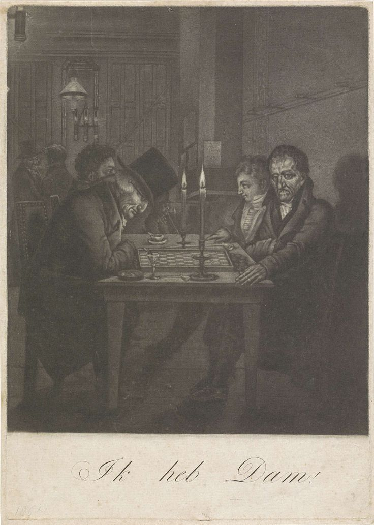 Anonymous | Damspelers in de koffiekamer van Felix Meritis te Amsterdam, ca. 1800, Anonymous, 1800 - 1810 | Aan een tafel zitten vier mannen, de voorste twee spelen aan een dambord. In de koffiekamer van Felix Meritis te Amsterdam, ca. 1800. De speler links zittend over het bod gebogen zou de joodse makelaar Ephraim van Embden voorstellen, de speler rechts zou de waterbouwkundige Cornelis Zillesen zijn en de derde persoon de damspeler J.A. Jourdani.