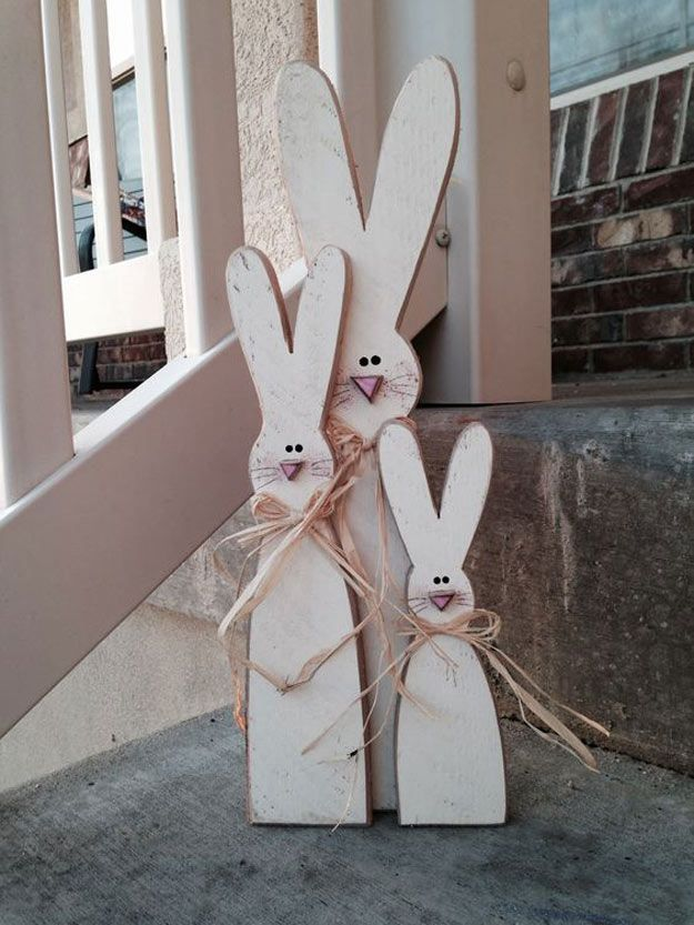 Wood Project   14 Cute Easter Bunny Ideas   DIY Home Decor by Pioneer Settler at http://pioneersettler.com/easter-bunny-ideas/