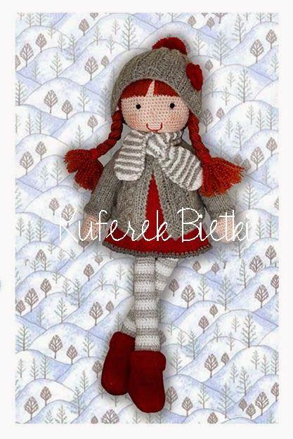 Monja - lalka wykonana na szydełku. Lalka ubrana jest w sukienkę, sweterek, czapeczkę i skarpetki wykonane ręcznie na drutach. Włosy lalk...