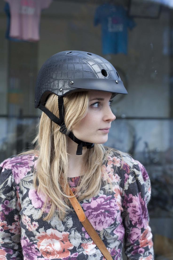 #cyclilng #cyclechic #bicycle #helmet #chic