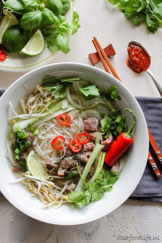 Het recept voor Pho Bo- Vietnamese noedelsoep. Healthy noodle soup | It's a Food Life