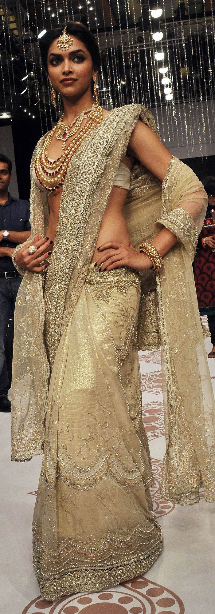 Indian Actor Deepika Padukone walks the ramp for Jewellery Designer Farah Khan http://www.farahkhan.net/ at the India International Jewellery Week, Aug 2010