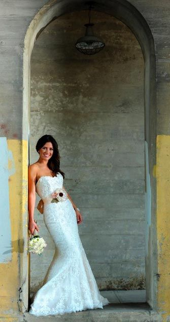 Love this shot! Dallas bridal portraits / photographers-Kelly Alexander Photography / rustic / urban / outdoor / modern