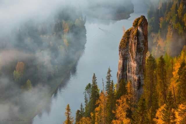 Осень на Усьвинских столбах, Урал. Автор фото: Вадим Балакин.