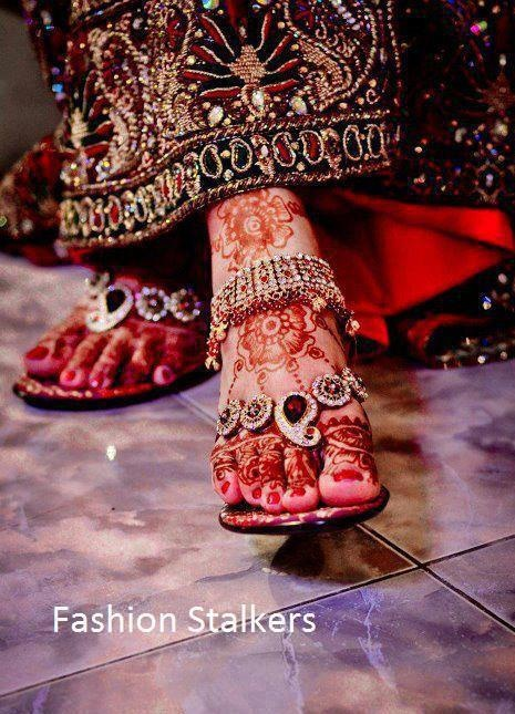 Talk about embellished footwear (chappals/flip flops!) Lovely Indian bride wedding photography desi www.amouraffairs.in